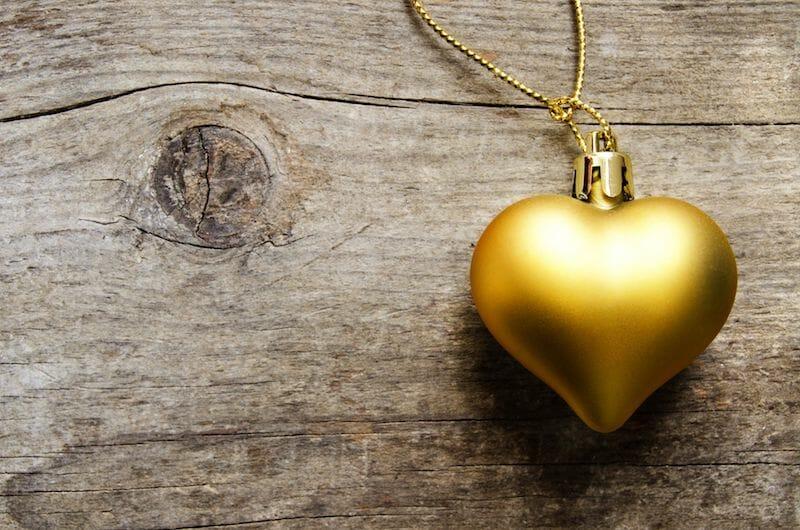 Trois astuces pour passer des fêtes sereines en famille, en couple ou seul(e)